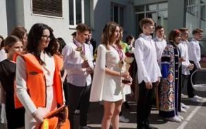 Дмитрий Азаров поздравил самарских выпускников с последним звонком