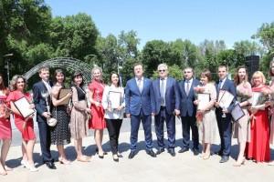Победу в конкурсе «Учитель года Самарской области – 2021» одержала учитель начальных классов школы № 23 имени Пальмиро из Тольятти Ирина Леванова.