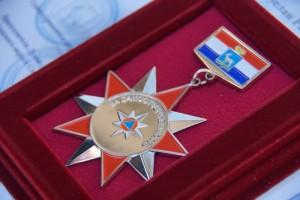 Награды и благодарственные письма пожарные получили за мужество и профессионализмпроявленные при тушении пожара, произошедшего в Самаре.