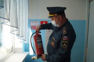 У персонала загородных лагерей проверяют знания в области пожарной безопасности.