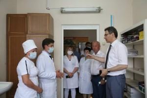 Министр здравоохранения Самарской области Армен Бенян посетил с рабочим визитом Исаклинскую центральную районную больницу.
