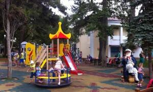 На территории губернии помощь получают более 200 тысяч школьников и дошкольников.