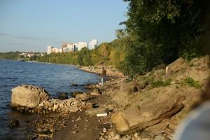 Сотрудники Куйбышевской железной дороги приняли участие в уборке берега реки Волга