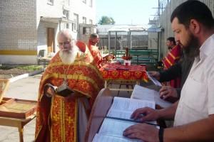 Миссионерская литургия или литургия с пояснением - это богослужение, которое решает задачу приближения литургической культуры Православия к пониманию присутствующих на службе людей.