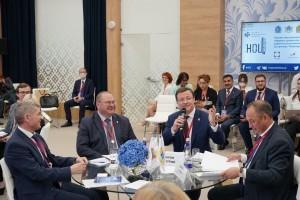 ПМЭФ. Самарская делегация во главе с Дмитрием Азаровым находится в северной столице.