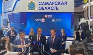 Полномочный представитель посетил стенды 5 регионов округа: Республики Башкортостан, Республики Татарстан, Нижегородской, Пензенской и Самарской областей.