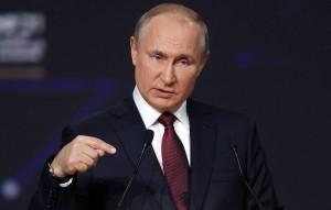 Россия могла бы прокачивать через Украину гораздо больше газа, но Киев создает этому препятствия, заявил президент РФ Владимир Путин.