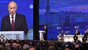 Меркель ранее заявила, что покинет политику после выборов в бундестаг ФРГ в сентябре.