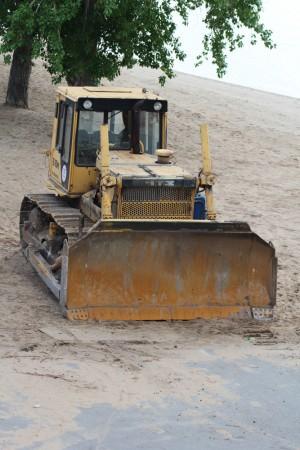 На пляжи Самары начали завозить песок