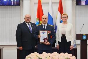 Глава Самары наградила за самоотверженность сотрудника УФСИН России по Самарской области