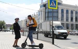 Также предлагают ограничить допустимую скорость движения устройств в пешеходных зонах до 20 км/ч и оставить приоритет движения за пешеходами.