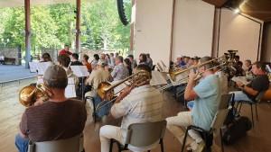 """Порядка 600 музыкантов все вместе сыграют несколько произведений, в числе которых, конечно, и знаменитый вальс """"На сопках Маньчжурии""""."""