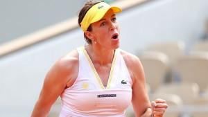 В 1\2 финала в четверг она сыграет с Тамарой Зиданшек из Словении.