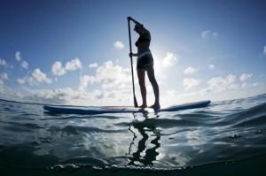 Sup-серфинг (катание на доске стоя с веслом) является относительно безопасным видом активного отдыха, однако и здесь существуют определённые на первый взгляд незначительные опасности.