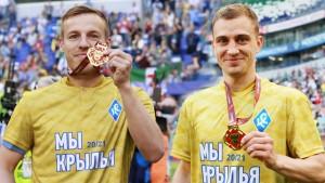 Дмитрий Кабутов и Денис Якуба – два важных для команды футболиста с классными игровыми качествами.