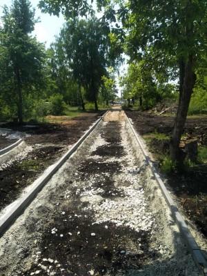 В поселке Петра Дубрава Волжского района начаты работы третьего этапа благоустройства центрального парка.