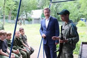 Сейчас в лагере оздоравливается 130 детей в возрасте с 10 до 17 лет.