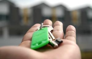 В этом году 28 семей посёлка Большая Глушица переедут в новые квартиры из аварийного жилья, ещё 19 – получат денежные средства.