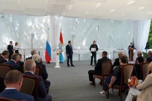 Дмитрий Азаров вручил заслуженным жителям региона государственные награды.