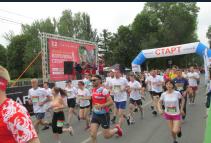 В забеге приняли участие около 2 тысяч человек из 30 городов.