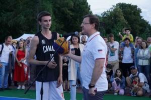 Первый тур лиги прошел в рамках фестиваля «ВолгаФэст» на набережной Волги.