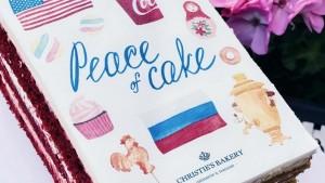 Торт создан по формату открытки.