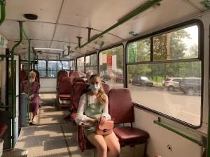 Сегодняшние проверки стартовали с улицы Агибалова, где проходят автобусы, включая маршрутные такси, а также организовано троллейбусное сообщение.