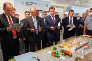 Николай Патрушев и Игорь Комаров предложили рассмотреть возможность тиражирования положительного опыта на территории регионов округа и страны в целом.