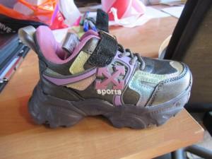 Самарские таможенники задержали контрафактную детскую обувь