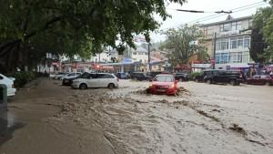 Власти города обратились за помощью к командующему Черноморским флотом в эвакуации жителей.