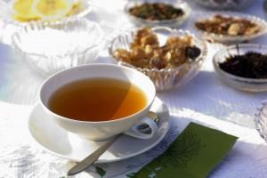 Врач оценила пользу горячего чая в жару