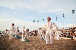 За 2 недели фестиваль посетило более 300 000 человек.