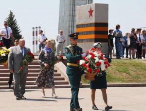 Отдельный букет в день скорби и памяти прибыл в столицу региона из города-побратима Штутгарта.