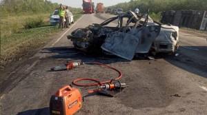 Произошло столкновение легкового автомобиля «Тойота» и грузового автомобиля «Вольво». Автомобиль«Тойота» загорелся.