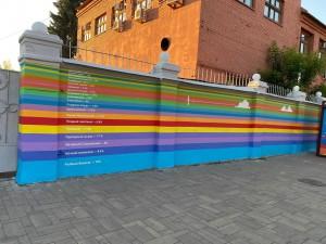 В дни проведения фестиваля «ВолгаФест» около 1,5 тысяч жителей и гостей города стали волонтерами проекта, приняв участие непосредственно в раскраске стены.