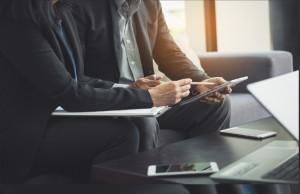 Открыть кредит можно онлайн и в отделении Сбербанка, обслуживающем корпоративных клиентов.