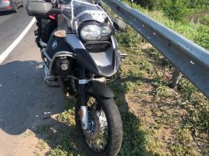 В Красноярском районе мотоциклист врезался в бордюр