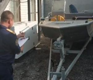 Следователи работают по делу о столкновении катера с депутатами с лодкой на Волге.
