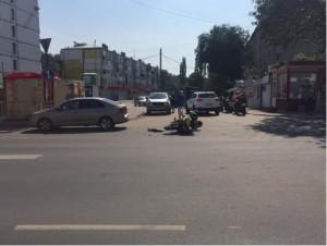 В Самаре мотоциклист врезался в легковушку