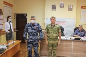 Александр Порядин отметил сотрудников специальных подразделений и руководителей Управления ведомственными и правительственными наградами.
