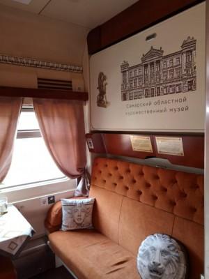 C железнодорожного вокзала Самара торжественно отправлен в первый рейс пассажирский вагон имени Константина Головкина