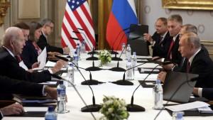 Представитель Кремля ответил на вопрос, действительно ли делегация США привозила на переговоры 16 июня свою воду и свои стаканчики.
