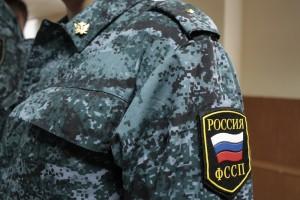 Тольяттинские приставы уничтожили 50 литров нелегального алкоголя