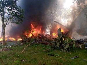На Филиппинах потерпел крушение военный самолет с 85 людьми на борту