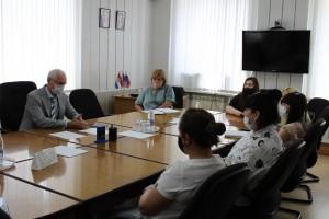 Николай Ренц предложил разработать дополнительные меры поддержки молодым семьям