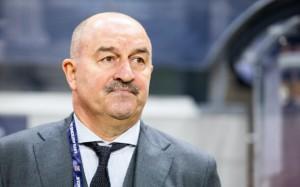 Станислав Черчесов завершает работу в сборной без финансовых претензий, говорят источники РБК. Его контракт был рассчитан до конца 2022 года