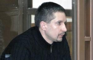 """В апреле 2009-го Евсюков в состоянии опьянения открыл стрельбу в супермаркете """"Остров"""" на юге Москвы. Погибли двое человек, более 20 признали потерпевшими."""