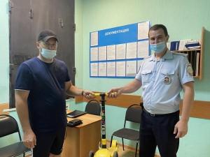 В Сызрани транспортные полицейские вернули владельцу забытый в электропоезде самокат