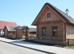 Елена Лапушкинаосмотрела ход работ на территории этнокультурного комплекса «Парк дружбы народов».