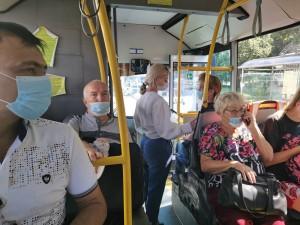 Как правило, пассажиры, оказавшиеся без масок, сразу прислушиваются к требованию органов правопорядка надеть защитные средства.